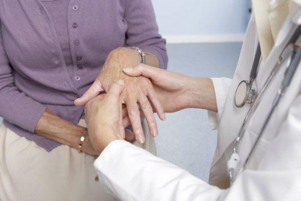 В исследовании изучается постепенное снижение уровня глюкокортикоидов при ревматоидном артрите.
